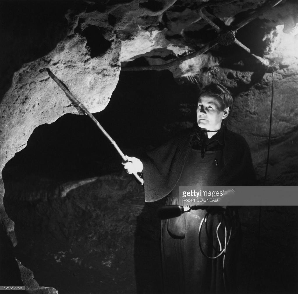 1950. Человек в пещере. Урок о камнях