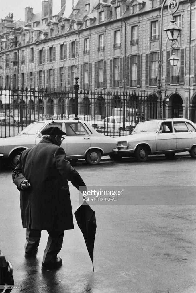 1950. Человек с зонтиком. Париж