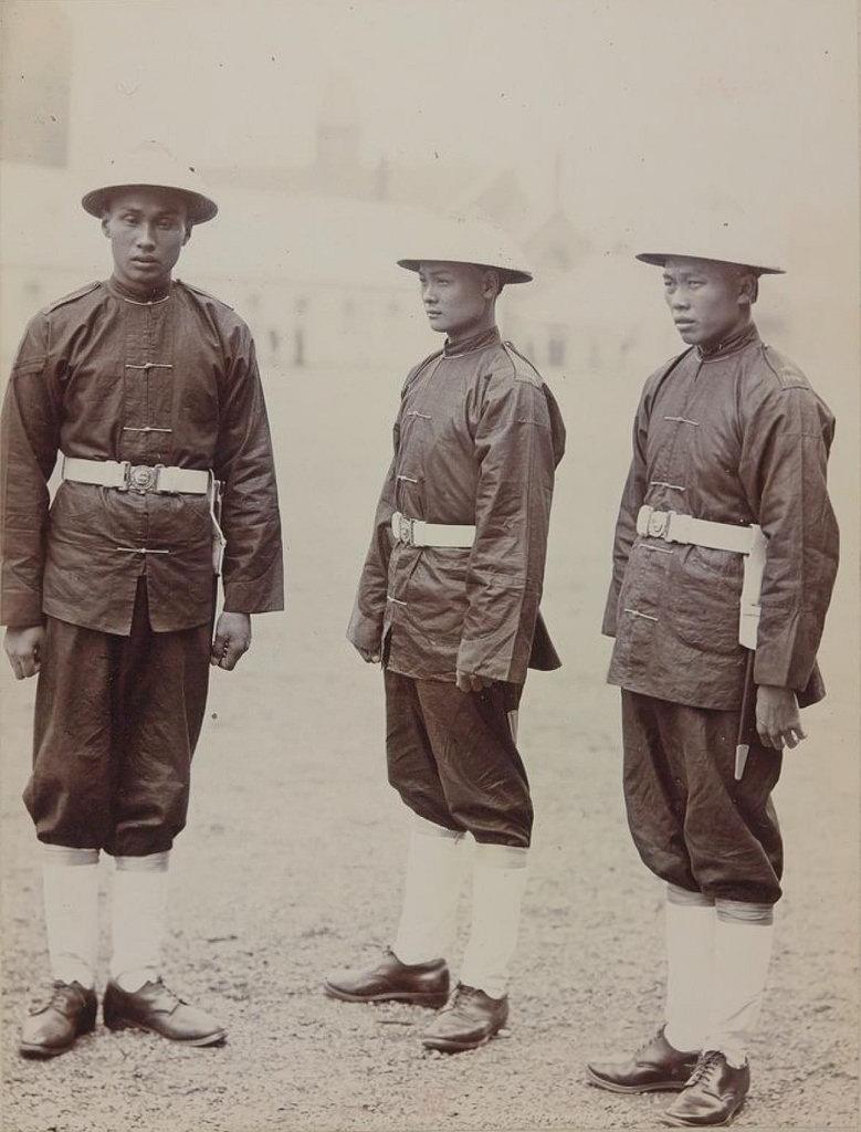 35. Полиция Гонконга