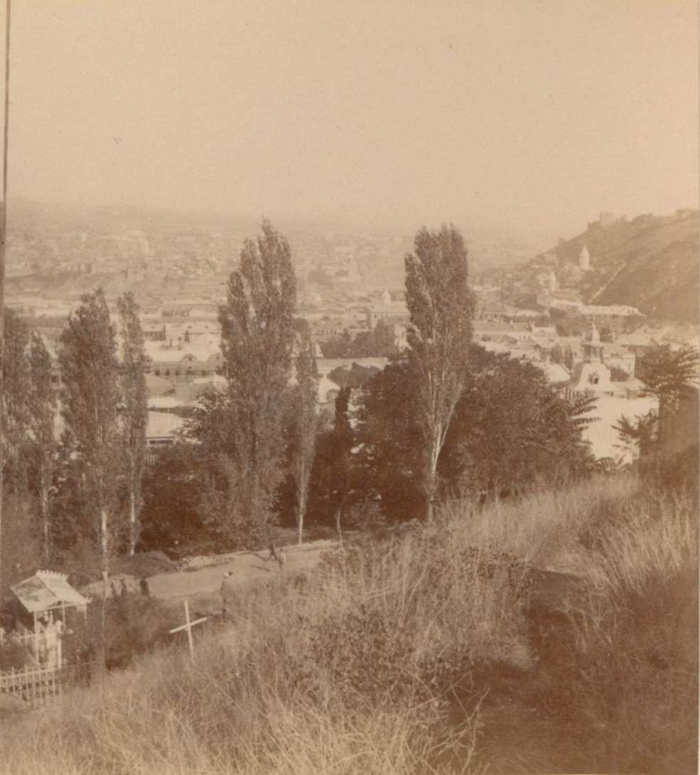 Вид на город с католического кладбища