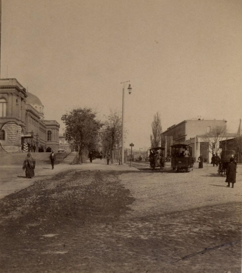 Дворец Орденанс- гаус и гостиница Ориент