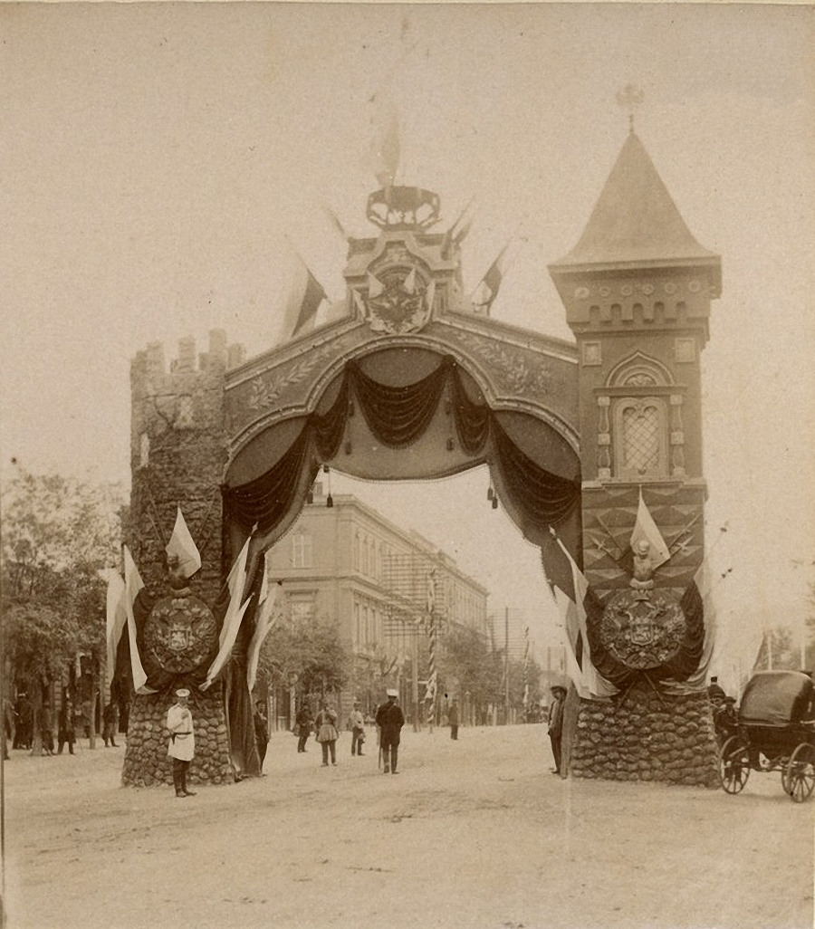 Триумфальная арка. 100 летний юбилей присоединения Грузии к России