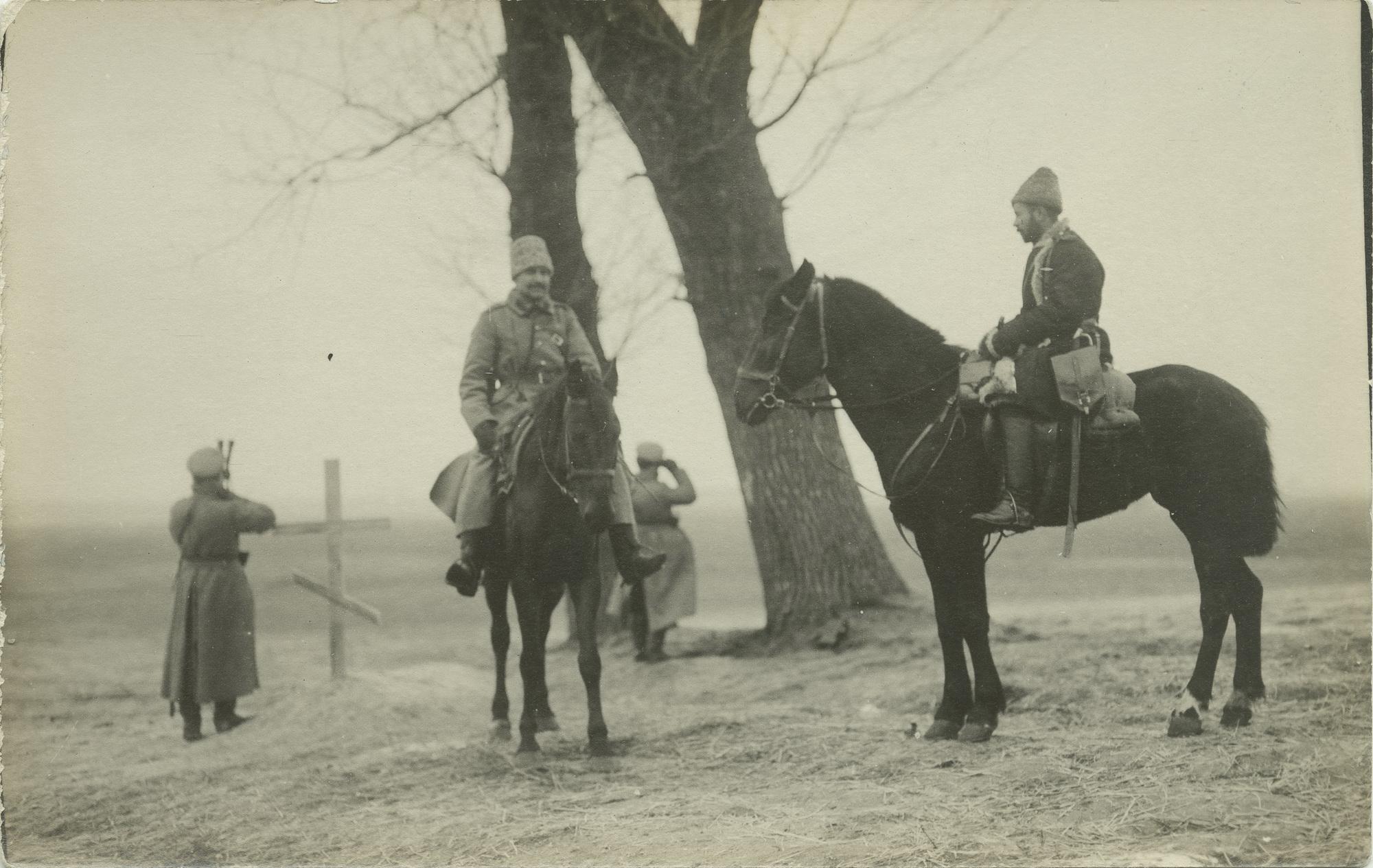 1915. Наблюдатели