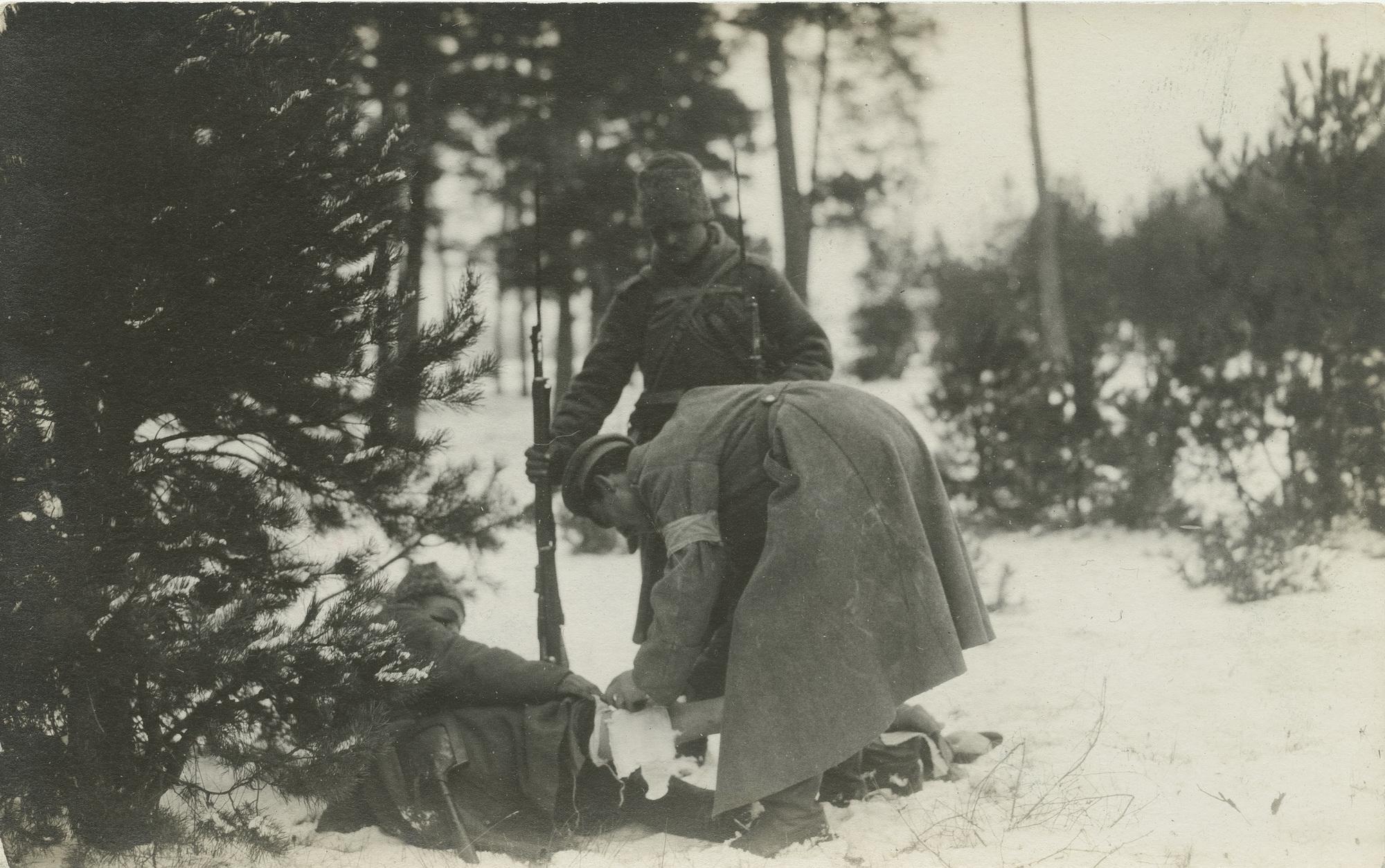 1915. Ранило в ногу
