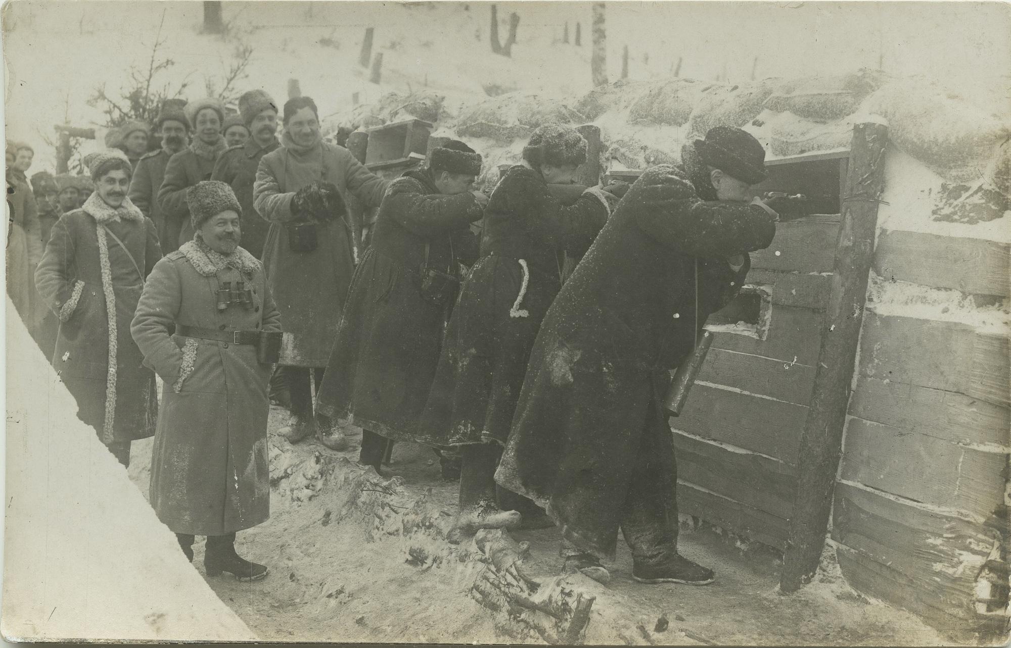 1916. Рождественские гости на позиции, январь