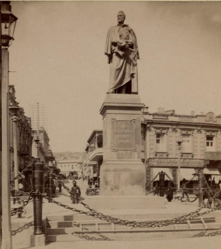 Монумент кн. Воронцову.