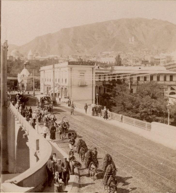 Николаевский мост, гостиница «Лондон», Кашветская церковь и Собор
