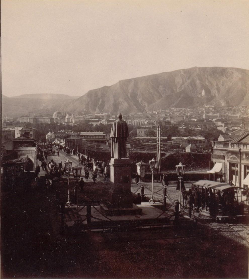 Памятник Воронцову и гора св.Давида