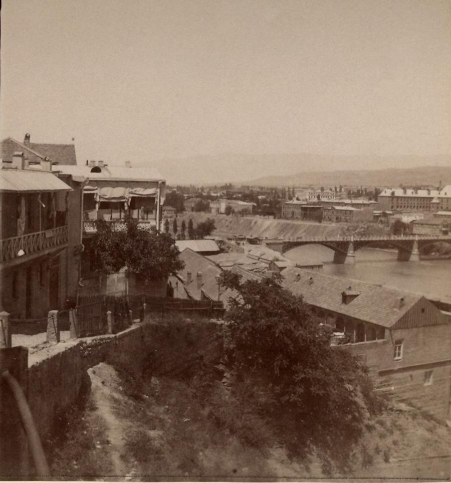 Верийский мост и II классическая гимназия