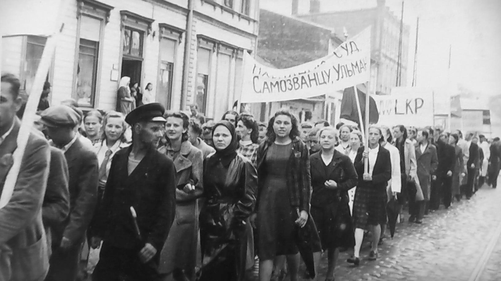 Демонстрация в поддержку советской власти в Риге
