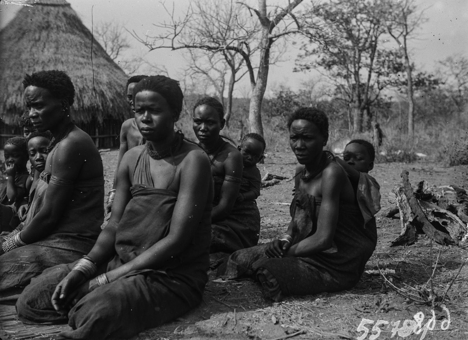 Национальный парк Крюгера. Групповой портрет деревенских женщин