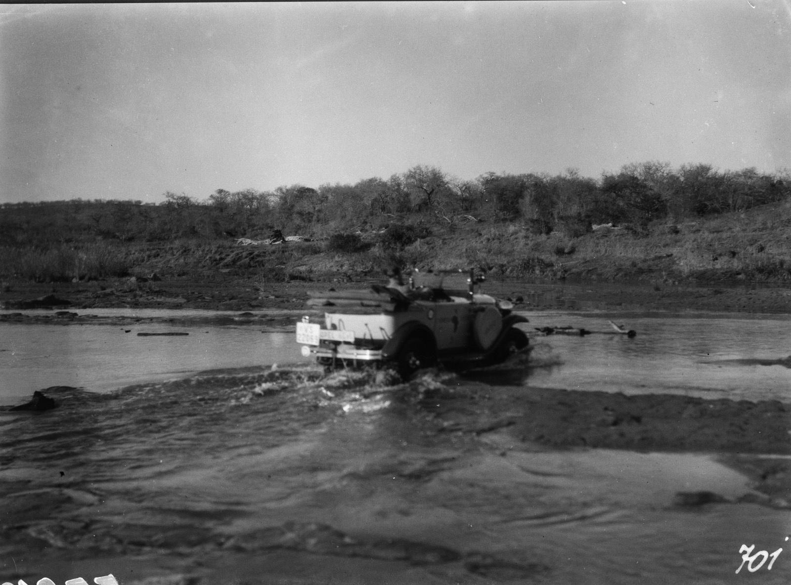 Национальный парк Крюгера. Ford на мелководье