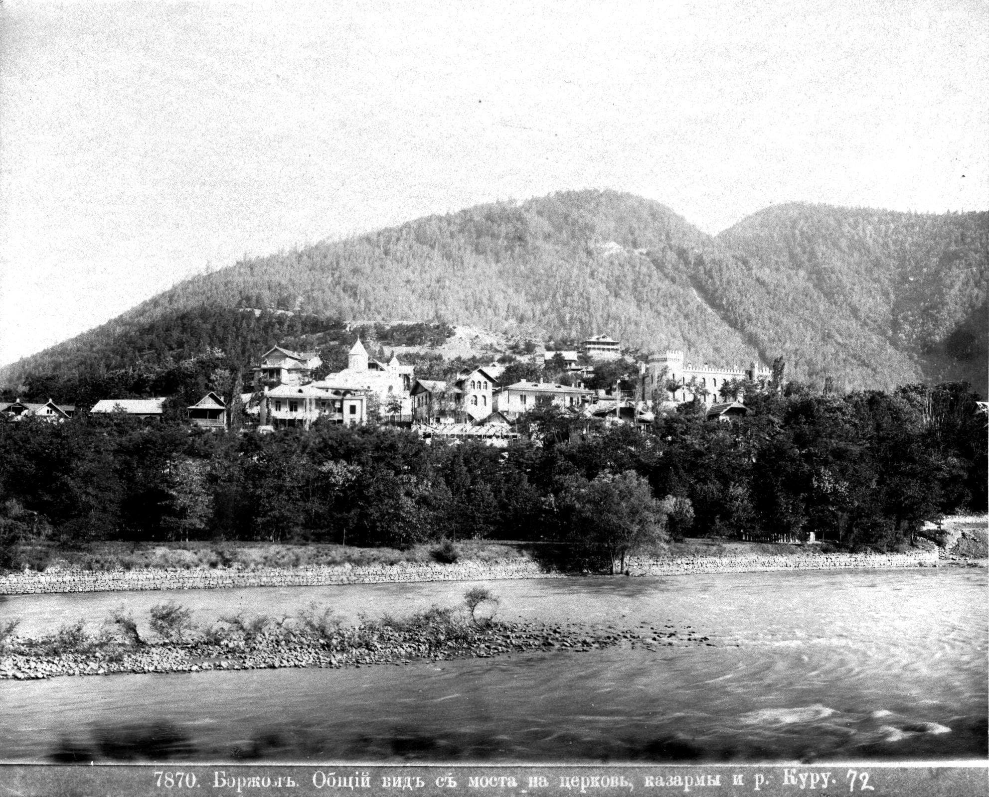 Общий вид с моста на церковь, казармы и Куру