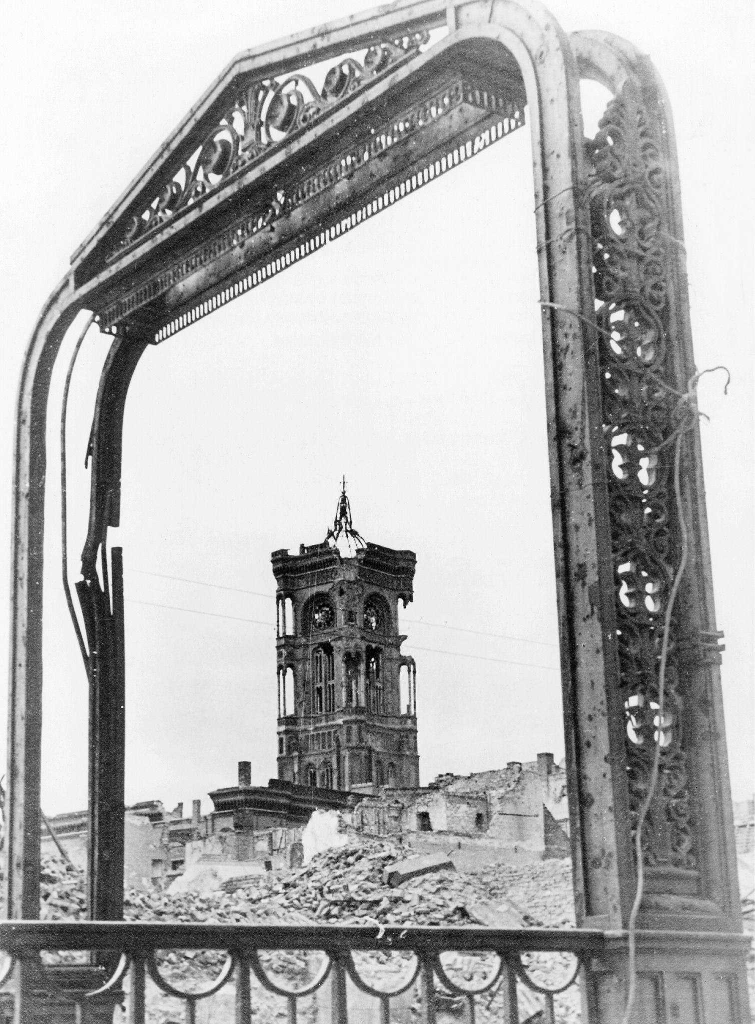 1947. Башня Красной ратуши
