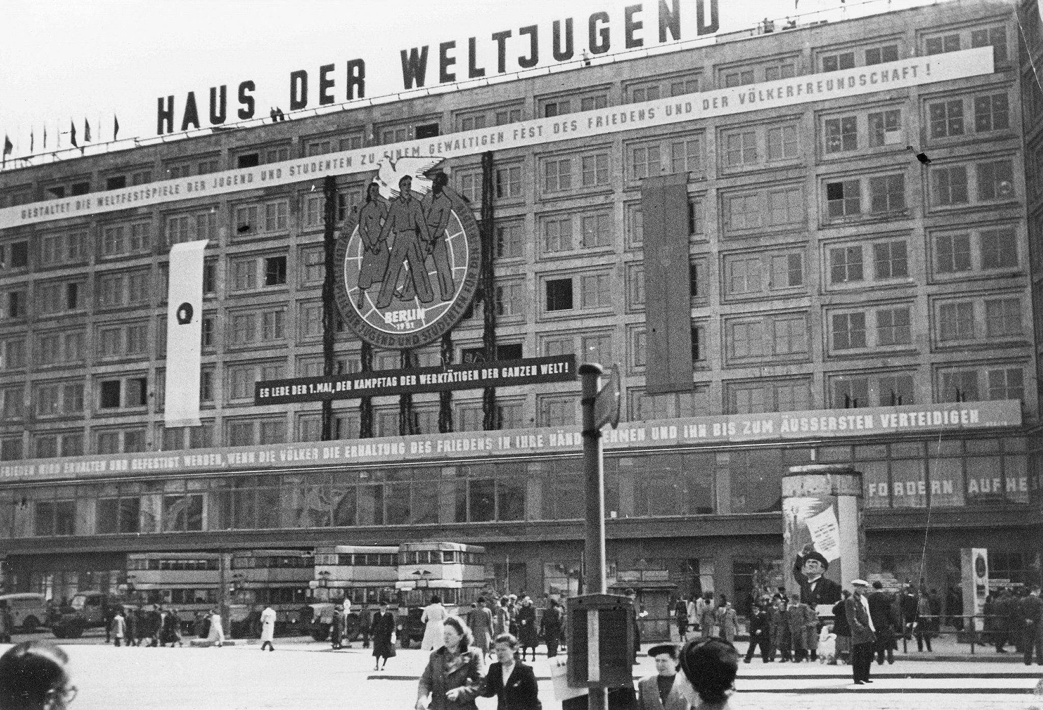 1951.  Мероприятие в «Доме молодежи» по случаю III Всемирного фестиваля молодежи и студентов