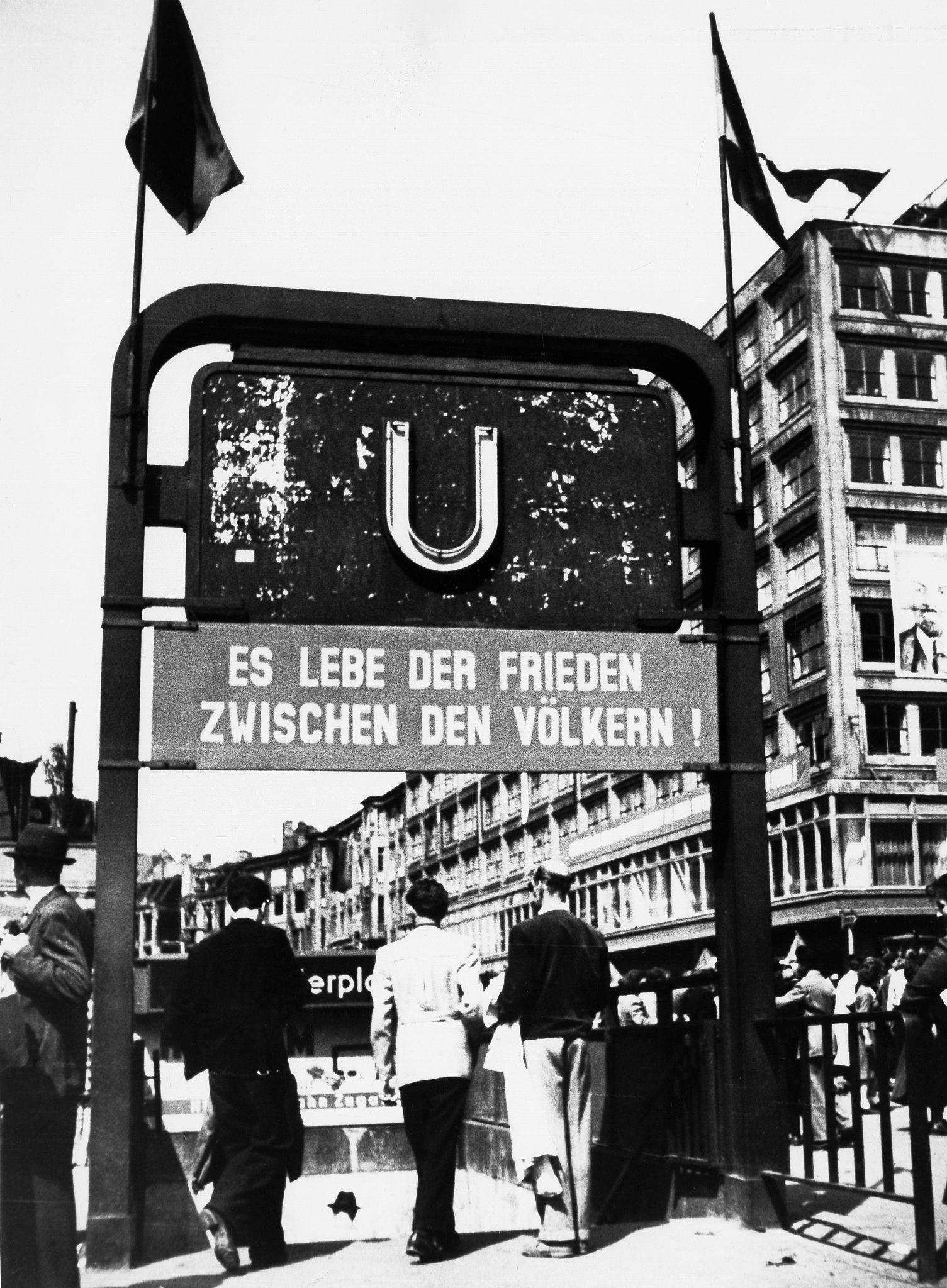 1955. Вход на станцию метро Берлин-Александерплац