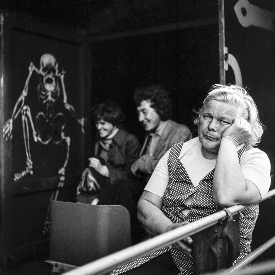 1979. Смотрительница аттракциона «Пещера неожиданностей» в Парке Горького