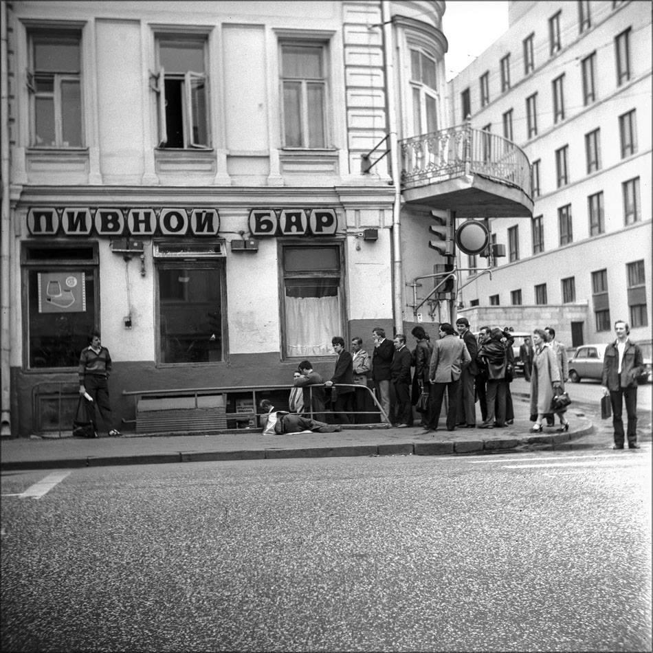 1980. Пивной бар «Ладья», в народе – «Яма». Москва