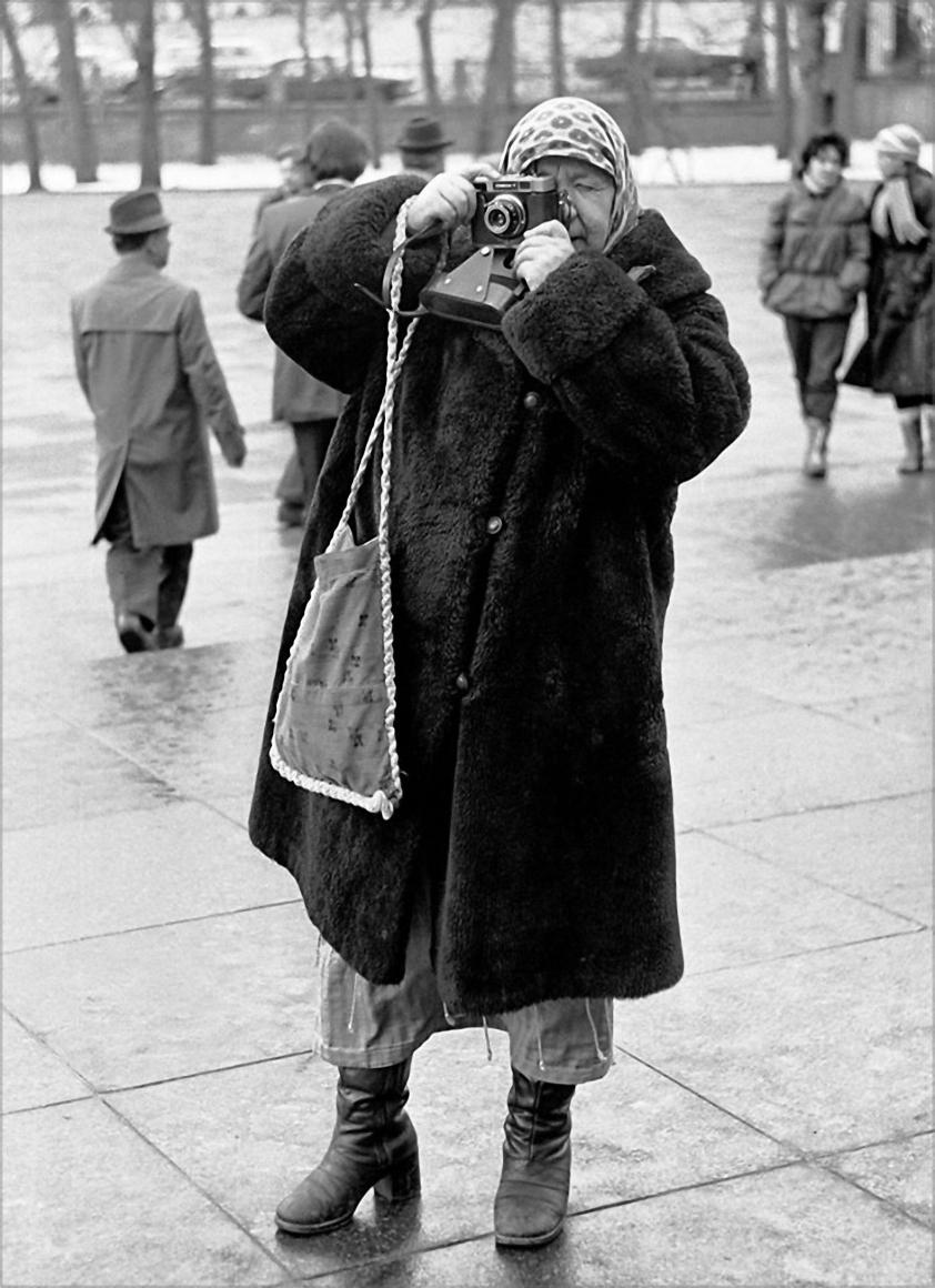 1981. Дама с фотокамерой «Смена». Москва