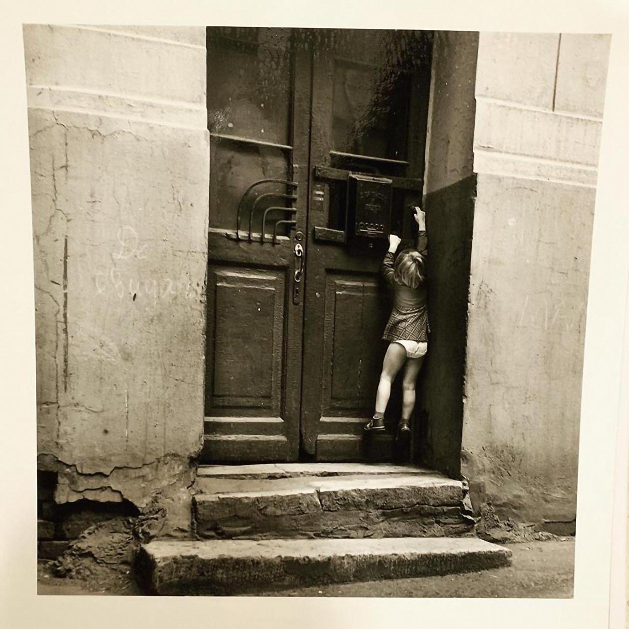 1981. Дверь в подъезд Булгаковского дома