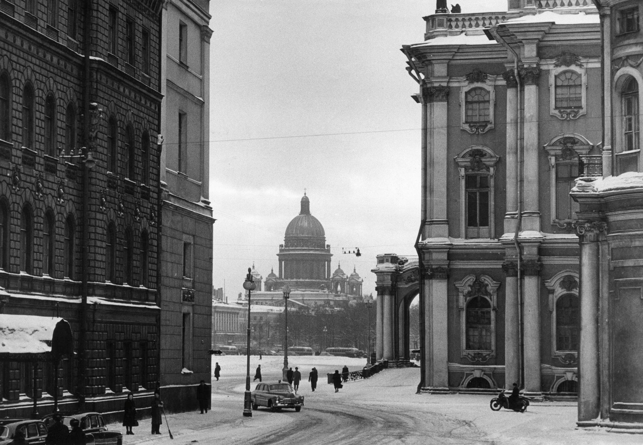 Вид на Дворцовую площадь от Нового Эрмитажа