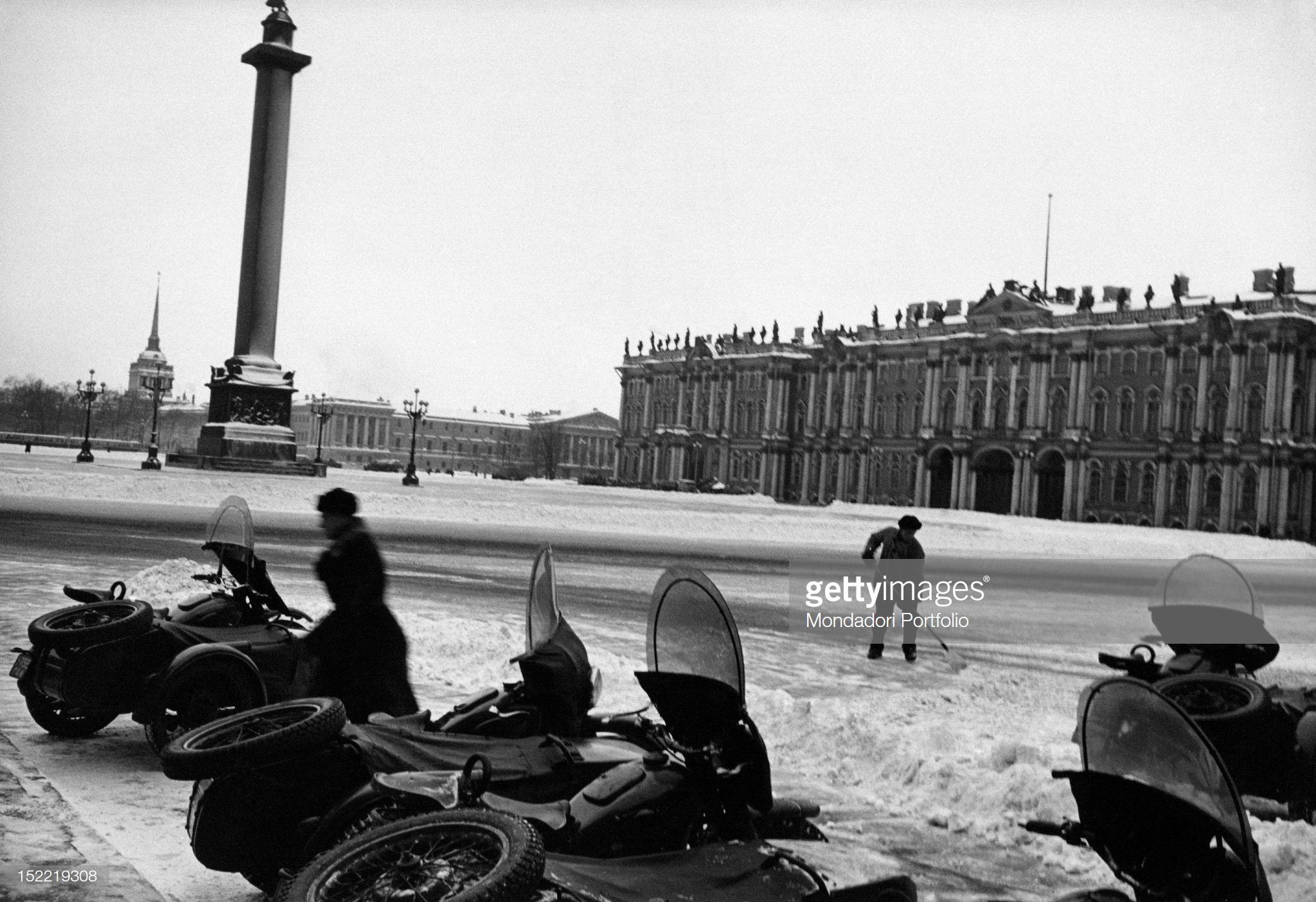Дворцовая площадь. Уборка снега