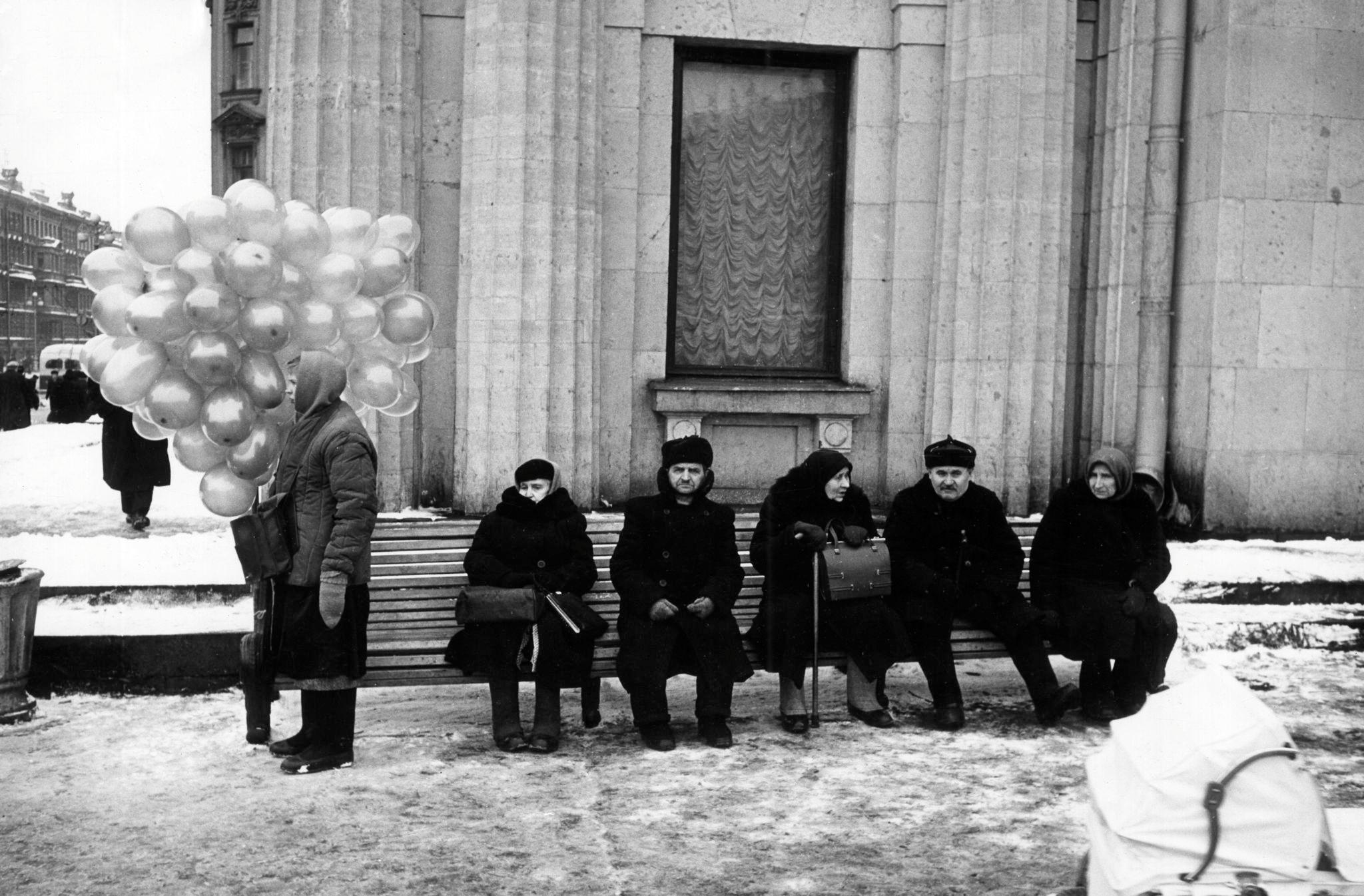Продажа воздушных шариков у станции метро «Площадь Восстания»