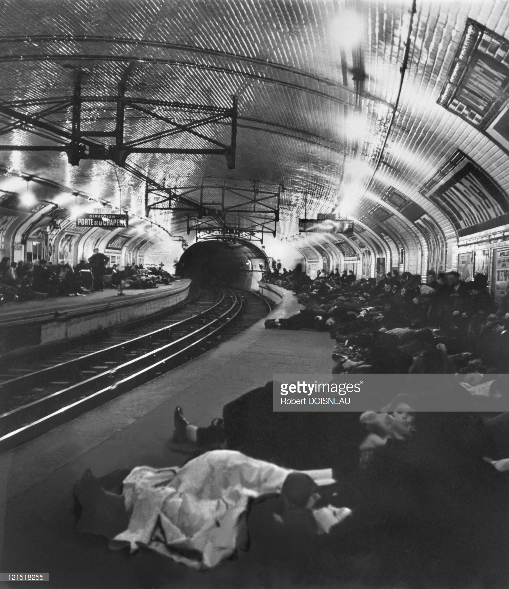 1940. Станция метро Ламарк во время авианалёта