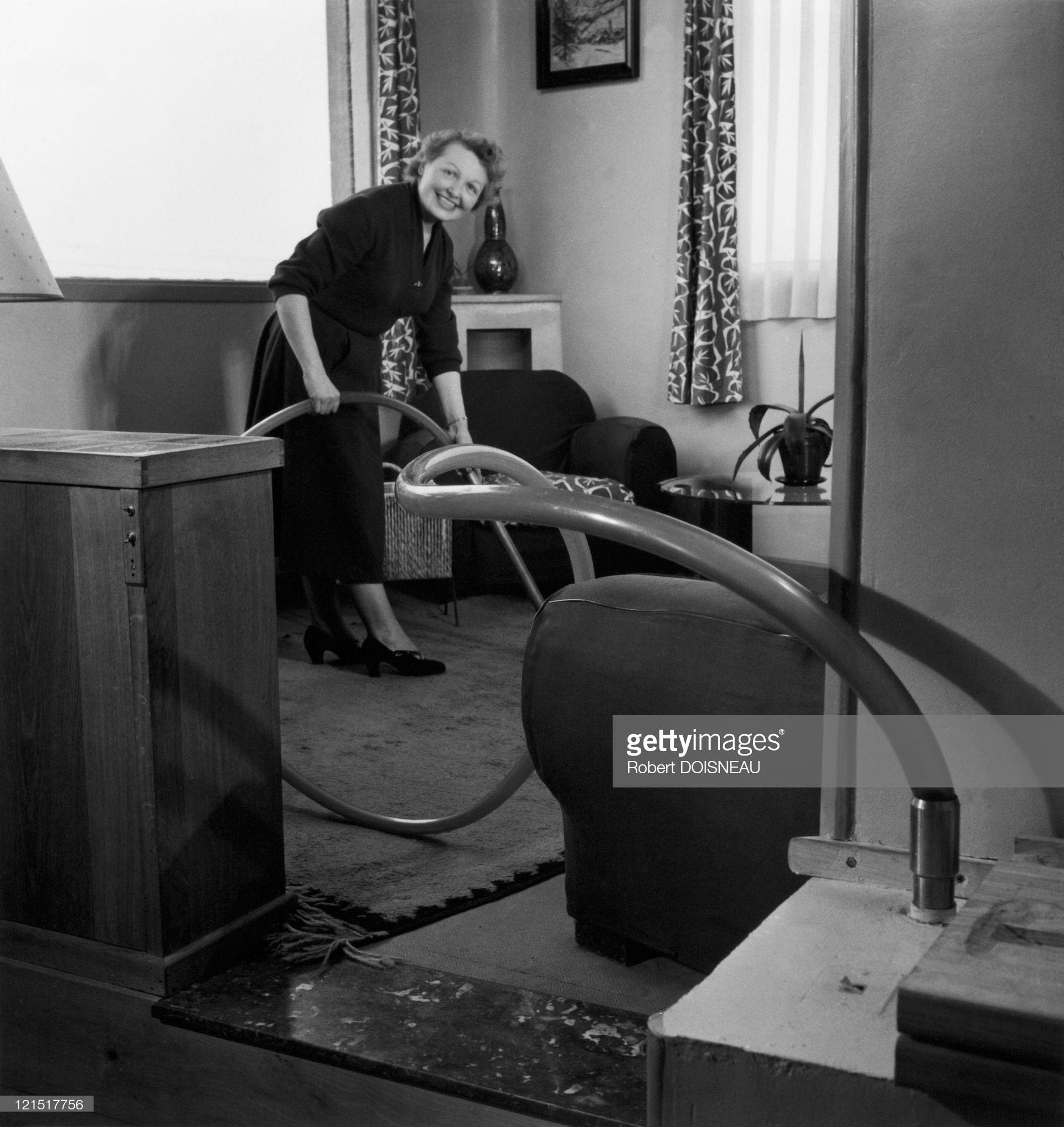 1950. Женщина за уборкой