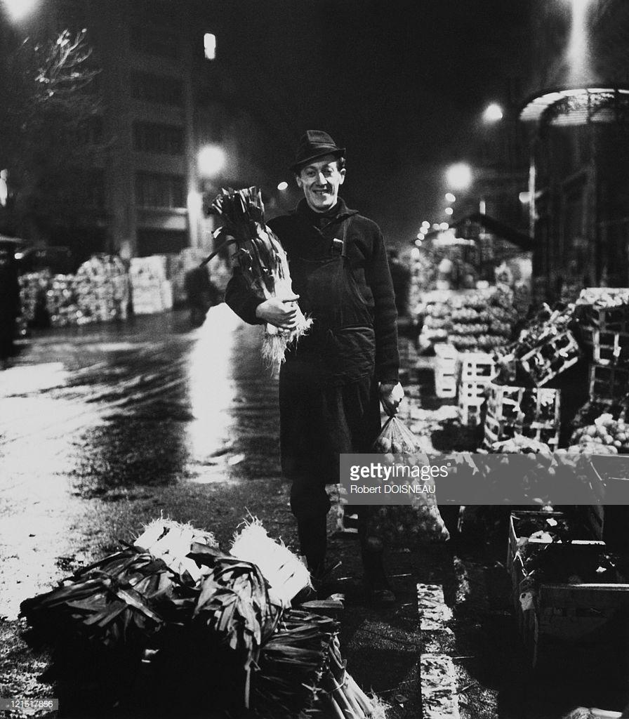 1960. Ле-Аль. Портрет улыбающегося торговца