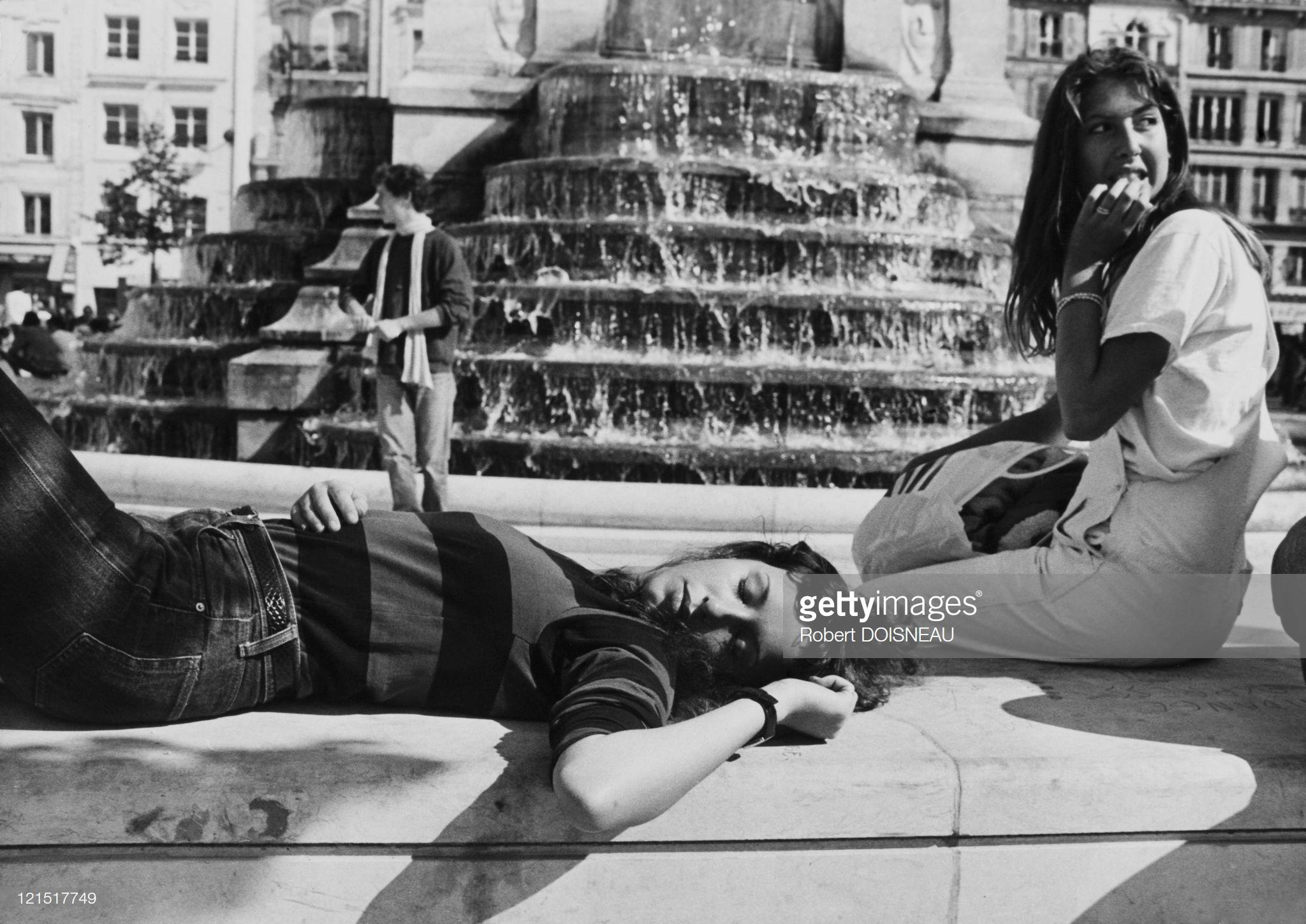 1967. Возле фонтана. Париж