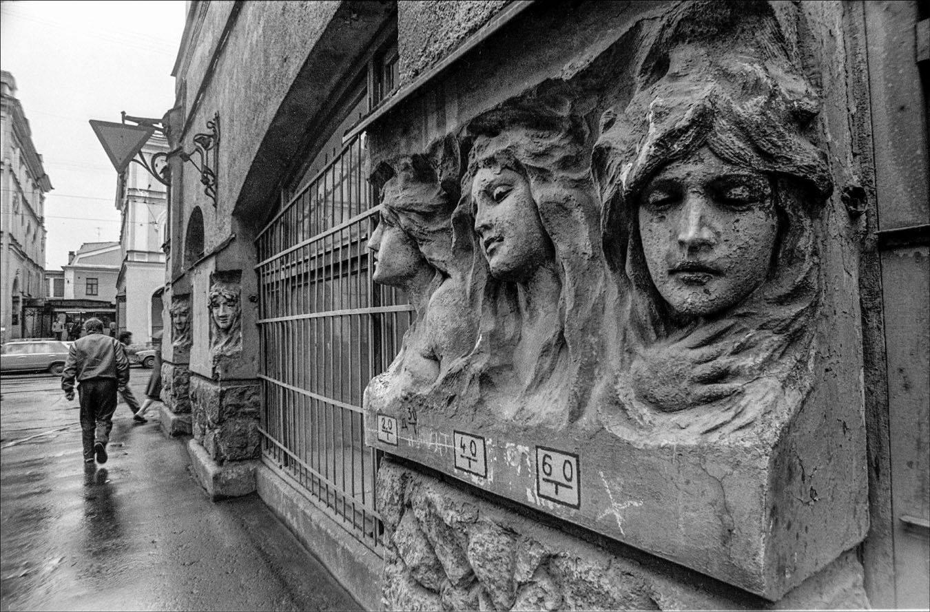 1990. Горельефы в Мучном переулке. Ленинград