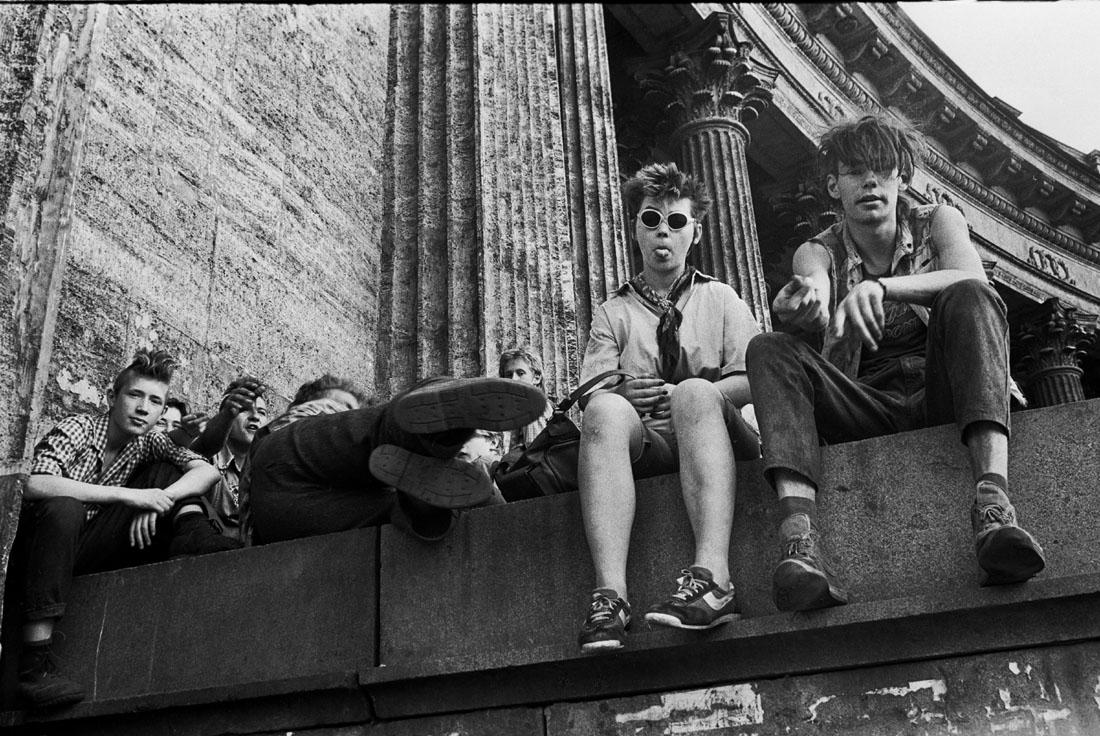 1990. Ленинград. Молодежь у Казанского собора