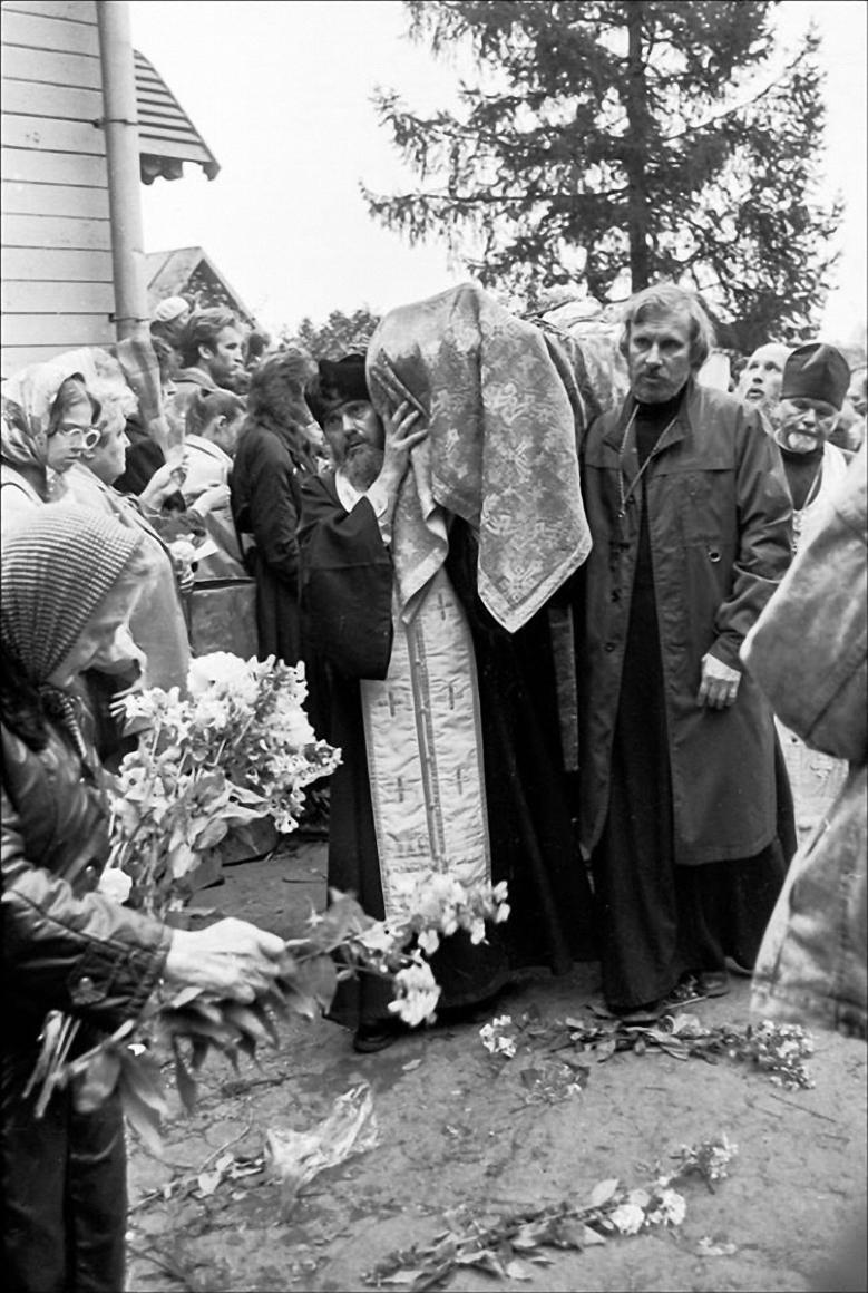 1990. Похороны Александра Меня. Новая Деревня,