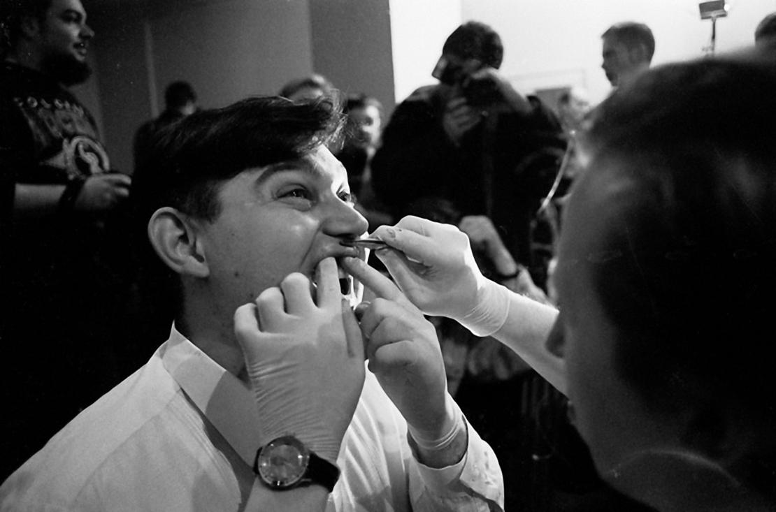 1995. Олегу Мавроматти зашивают рот