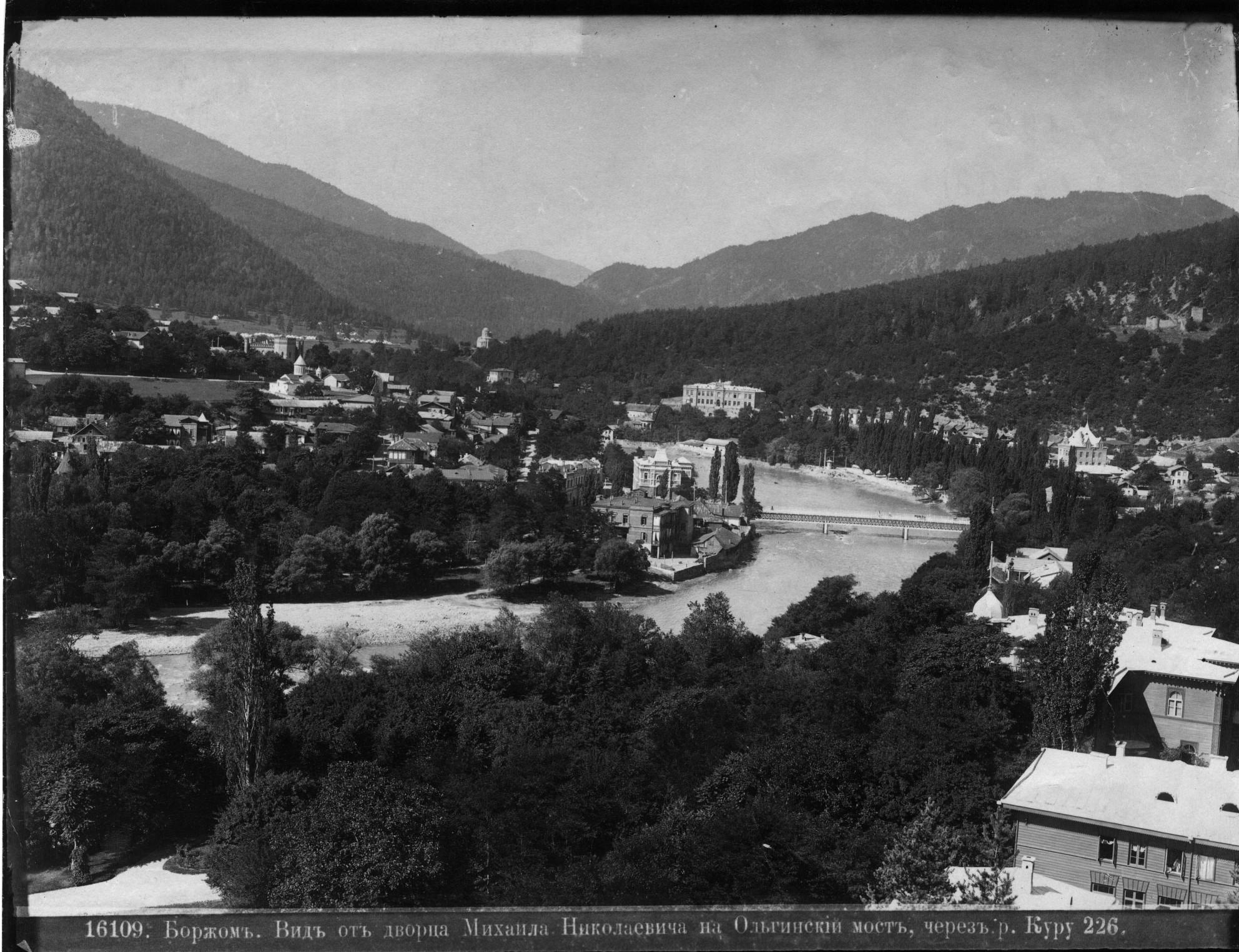 Вид от дворца В. К. Михаила Николаевича на Ольгинский мост через реку Куру