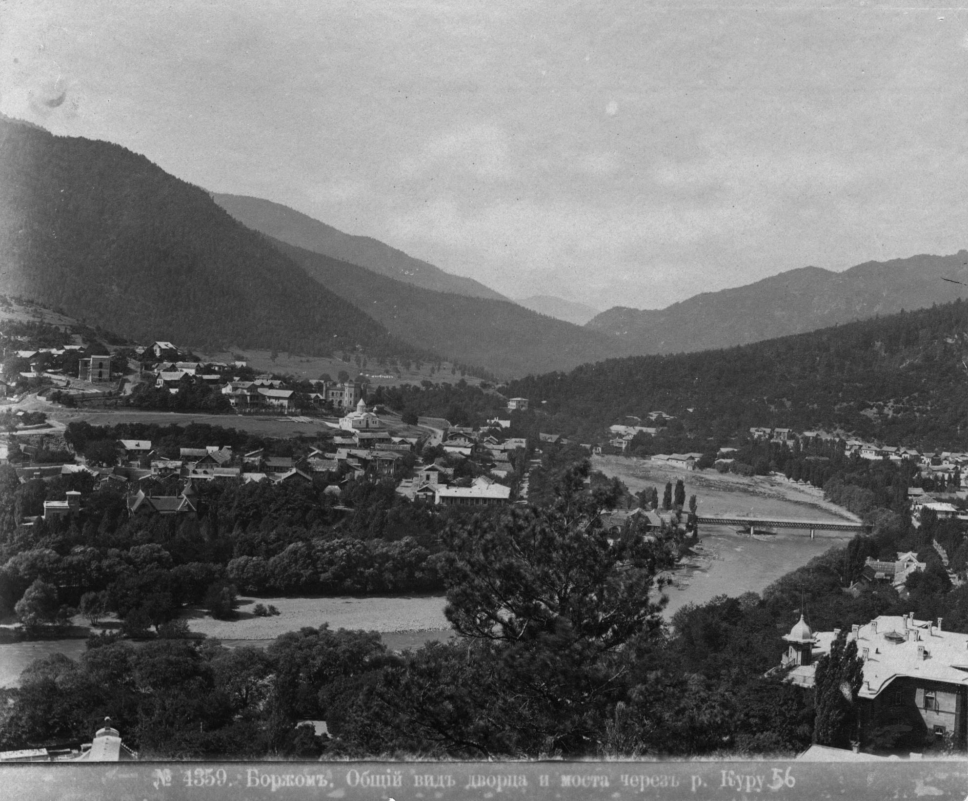 Общий вид дворца и моста через Куру
