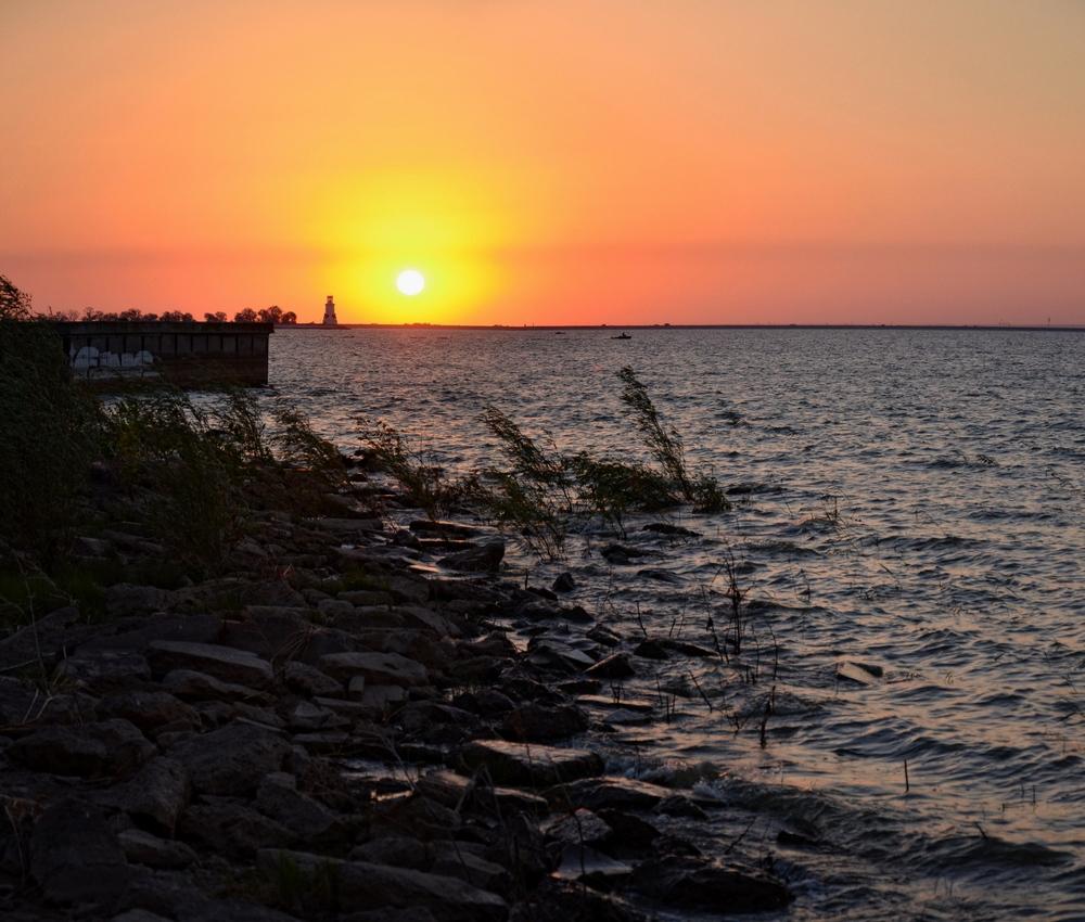 закат на рукотворном море