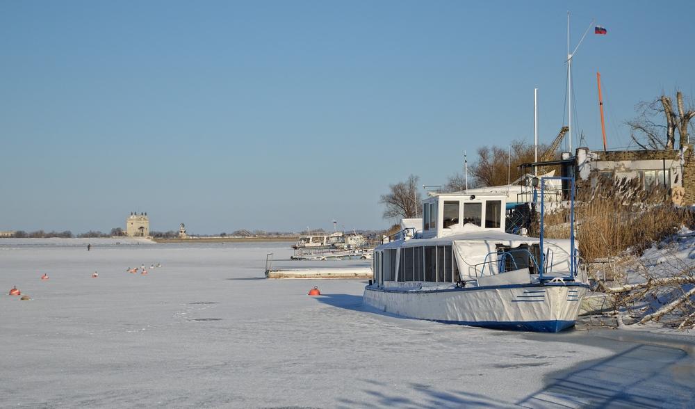 зима у яхт-клуба