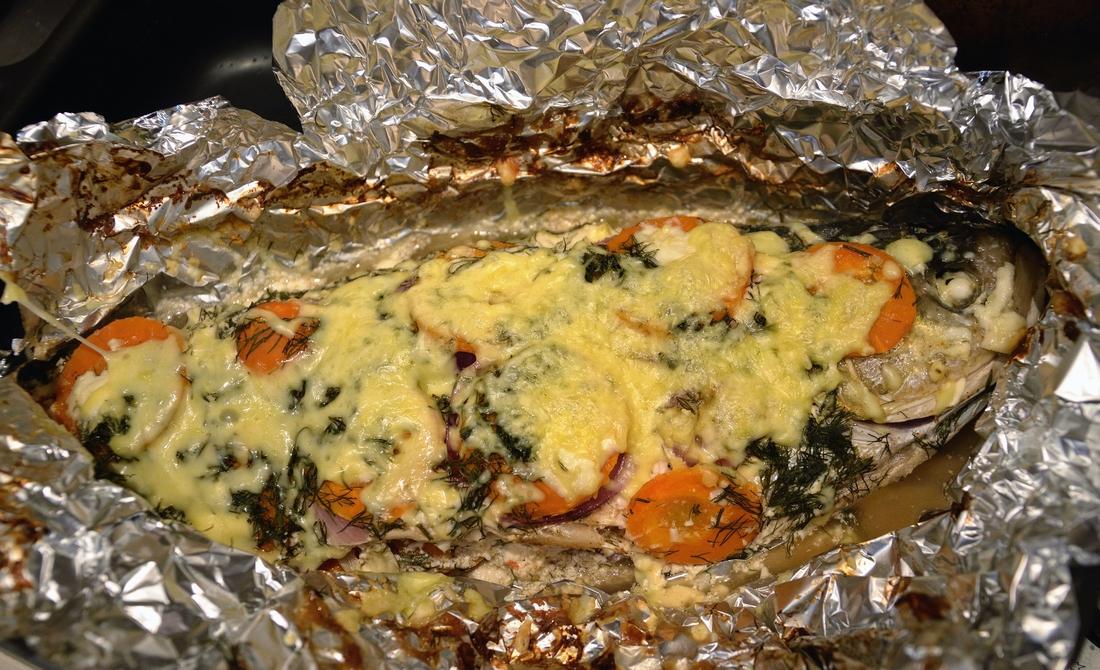 Как приготовить целиком толстолобика в фольге в духовке рецепт