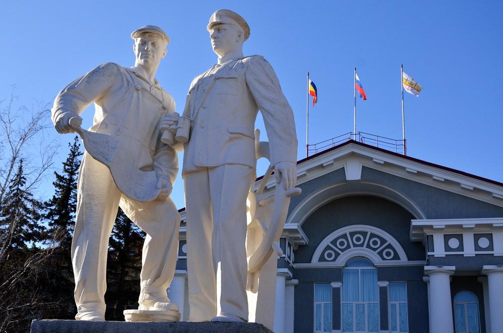 скульптура у администрации