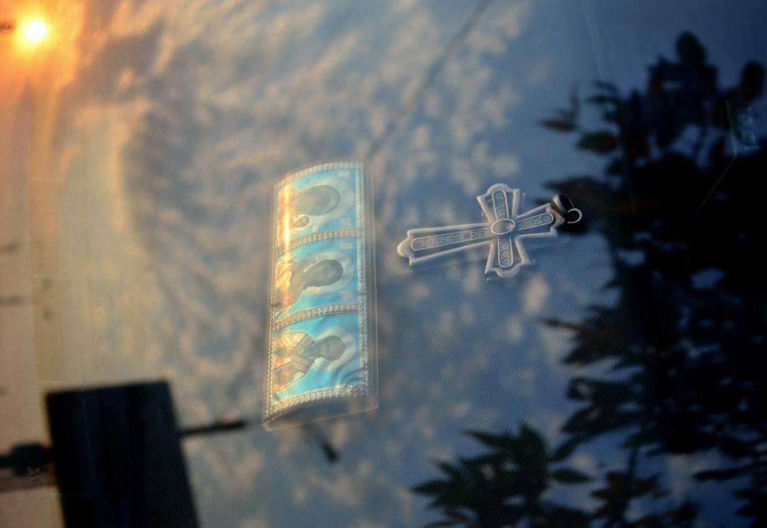 крестик за стеклом...