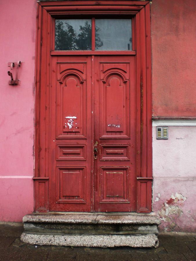 12_raudonos durys