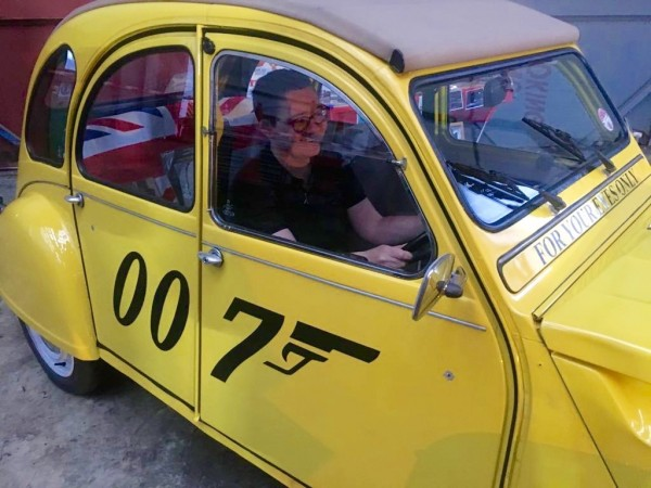 another-shot-of-the-007-edition-2cv_41366334304_o