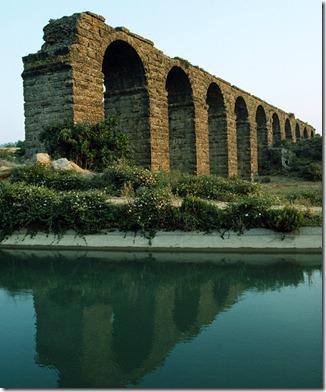 italy_ancient-aqueduct