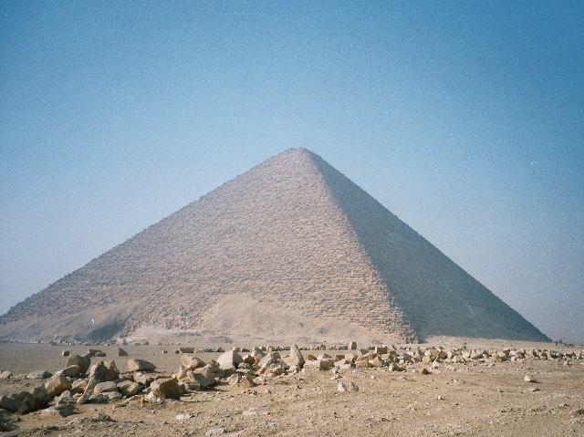 Розовая пирамида в Дахшуре 104,5 м XXVI век до н. э.