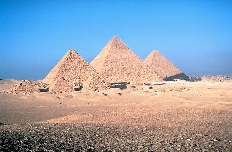 Пирамиды Микерина, Хефрена,  Хеопса в Гизах XXVI век до н. э.