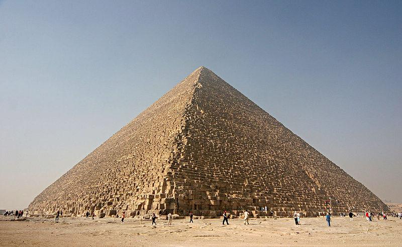 Пирамида Хеопса в Гизах.
