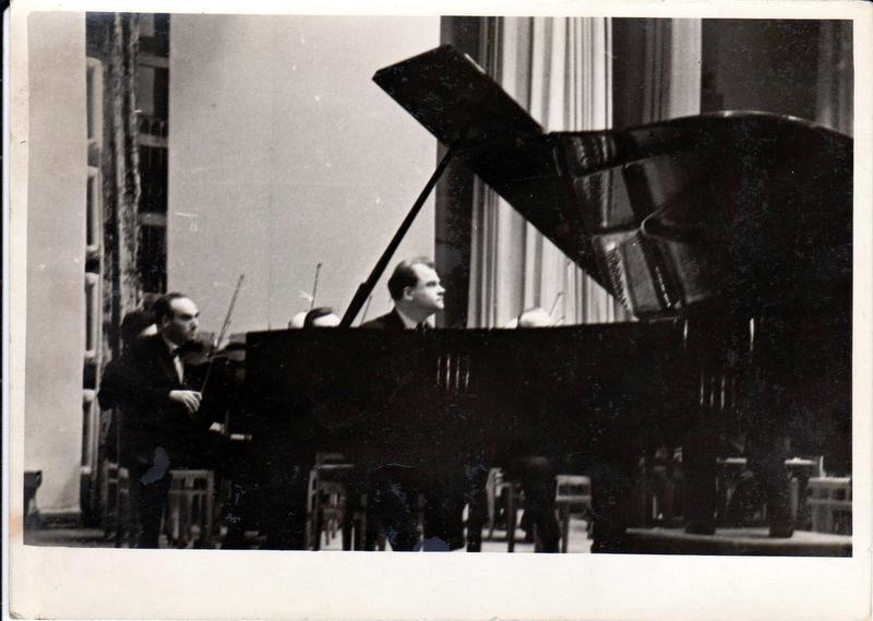 Т.Хренников на концерте в г.Славянск, 1964год 001