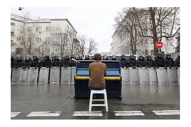 майдан пианино фото inside_maidan_piano
